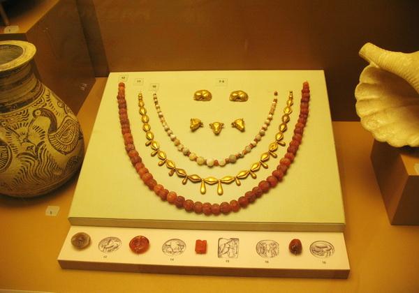 Коллекция украшений из музея Ираклиона