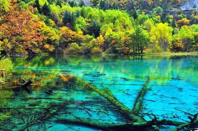 Озеро Пяти Цветков в Китае