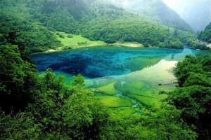 Пятицветное озеро в Китае