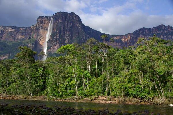 Где находится самый высокий водопад в мире