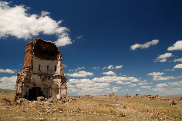 Достопримечательности армянского города-призрака Ани в Турции
