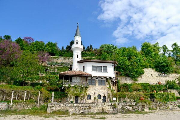 Фото дворца Балчик в Болгарии