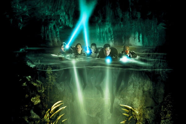 Интересный фильм про дайверов в пещере - Пещера (2005)