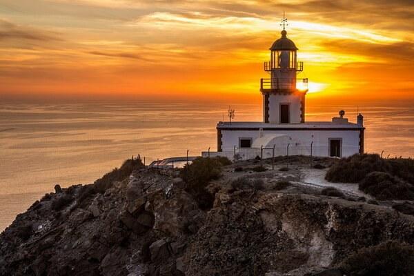 Живописные острова Греции - Маяк на Санторини