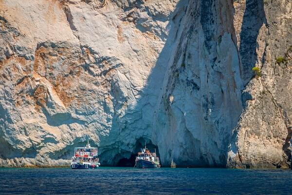 Голубые пещеры греческого острова Закинф