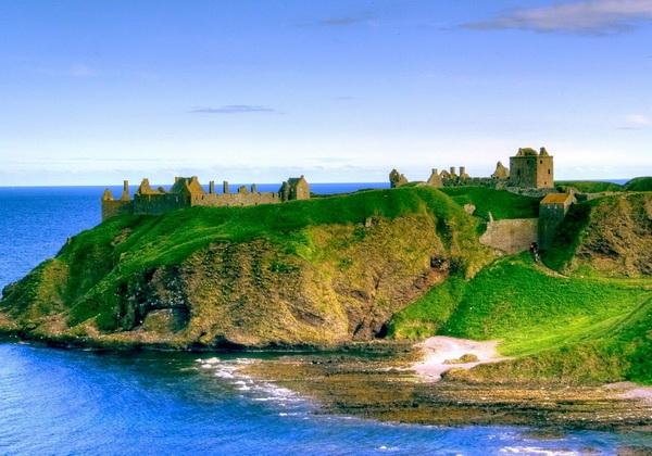 Средневековый замок Данноттар в Шотландии