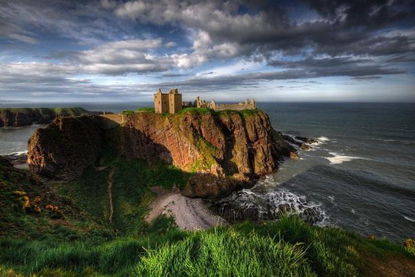 Средневековый шотландский замок Данноттар