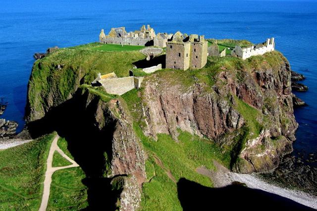 Данноттар - замок на краю пропасти в Шотландии