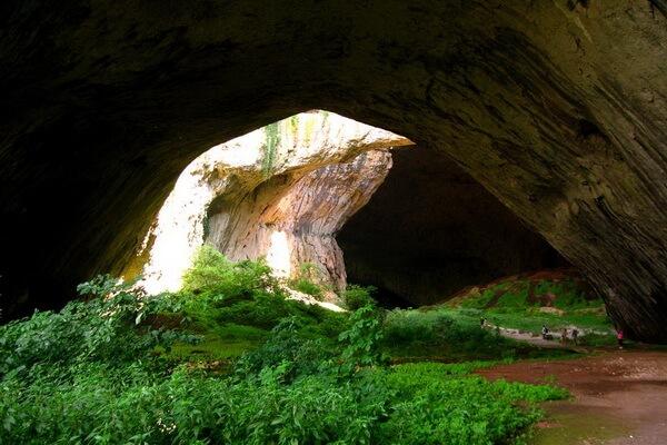 Пещера Деветашка - место обитания множества летучих мышей