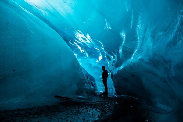 Природные достопримечательности Европы с фото и описанием - Ледяные пещеры Ватнайёкюдль в Исландии