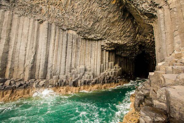 Природные достопримечательности Европы с фото и описанием - Фингалова пещера в Шотландии