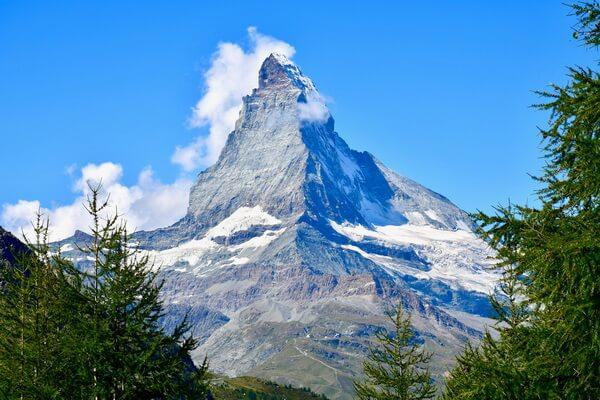 Природные достопримечательности Европы с фото и описанием - Гора Маттерхорн на границе Швейцарии и Италии