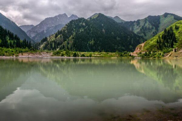 Природные достопримечательности Казахстана с фото и описанием - Озеро Иссык