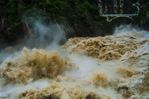 Природные достопримечательности Китая с фото и описанием - Ущелье Прыгающего Тигра