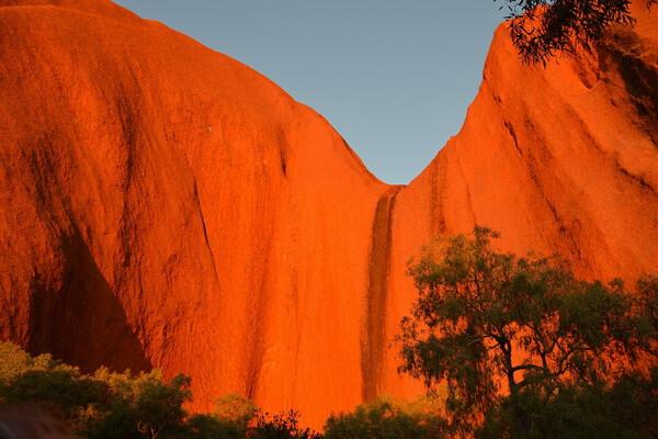 Священная гора Улуру в Австралии