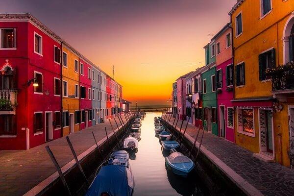 Разноцветные дома в Европе - Бурано в Венеции, Италия