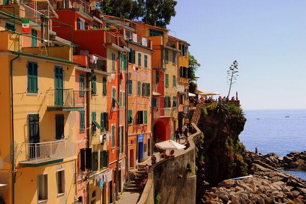 Разноцветные дома в Европе - Чинкве-Терре в Италии