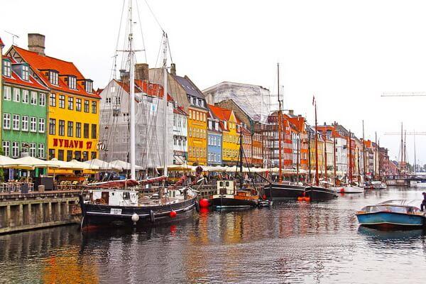 Разноцветные дома в Европе - Нюхавн в Копенгагене, Дания