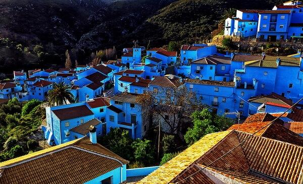 Разноцветные дома в Европе - Хускар, Испания