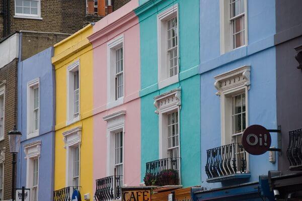 Разноцветные дома в Европе - Улица Портобелло в Лондоне, Великобритания