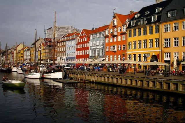 Разноцветные дома в Европе