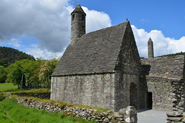 Исторические достопримечательности Ирландии с фото и описанием - Монастырь Глендалох