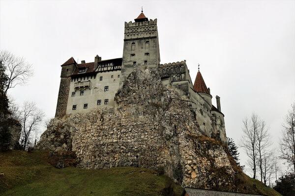 Достопримечательности Восточной Европы - красивые места с фото - Замок Бран в Румынии