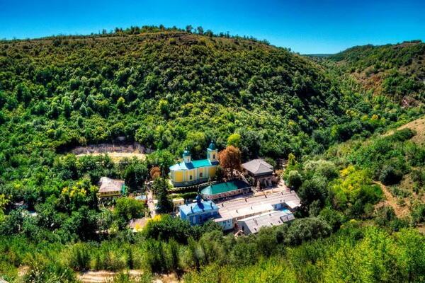 Достопримечательности Восточной Европы - красивые места с фото - Пещерные монастыри Молдовы