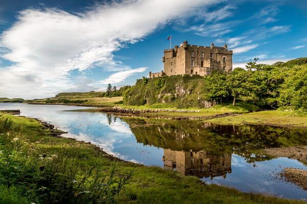 Артефакты замка Данвеган на острове Скай в Шотландии