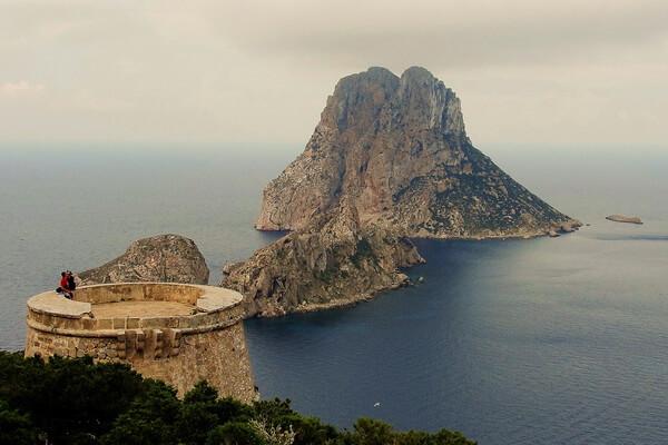 Пиратская башня на Ибице - смотровая площадка на остров Эс-Ведра