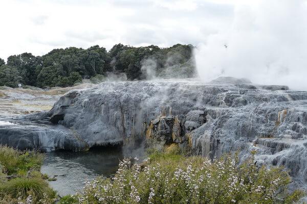 Известные гейзерные поля - Геотермальная зона Таупо в Новой Зеландии