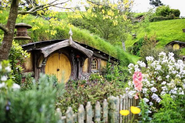Фанатастические пейзажи - Хоббитон вблизи Матамата в Новой Зеландии