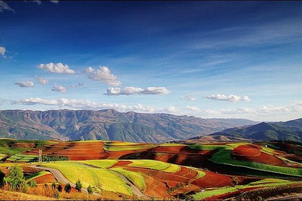 Уникальная природа Китая - цветные поля Дончуань
