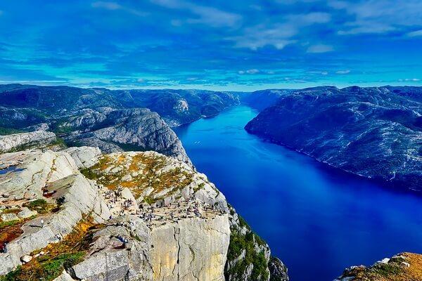Лучшие фьорды Норвегии с фото - Люсе-фьорд и Кафедра Проповедника