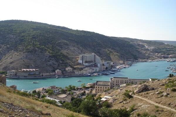 Вид с генуэзской крепости Чембало на Балаклавскую бухту