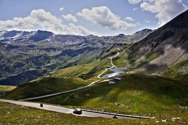 Высокогорная дорога Гроссглокнер в горах Австрии