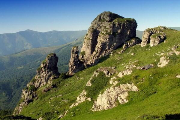 Горы в Сербии с фото и описанием - Стара-Планина со скалой Бабушкин Зуб