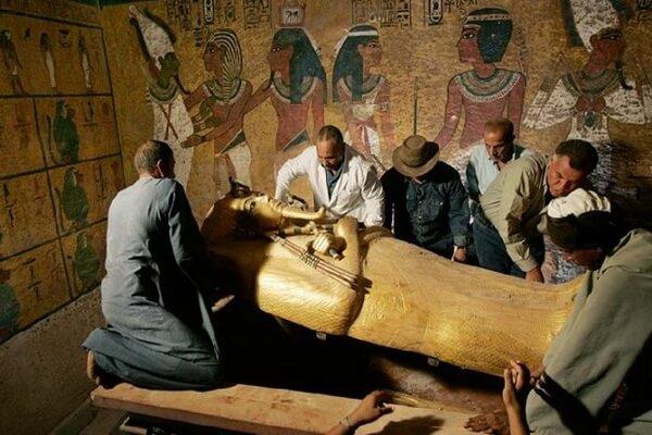 Открытие гробницы Тутанхамона Говардом Картером