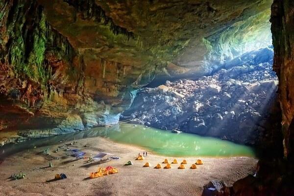 Туры и походы в пещеру Шондонг во Вьетнаме