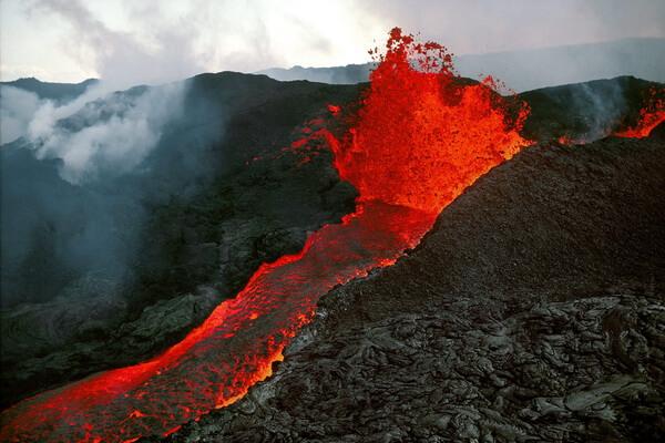 Гора Мауна-Лоа на Гавайях - самый большой в мире вулкан