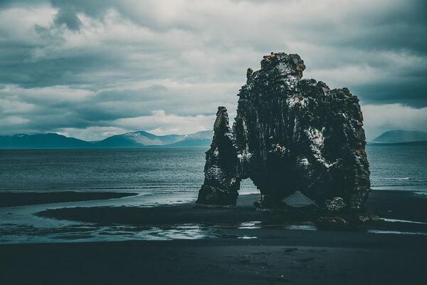 Скала Хвитсеркур в Исландии и её легенды