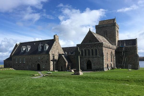 Аббатство острова Иона в Шотландии