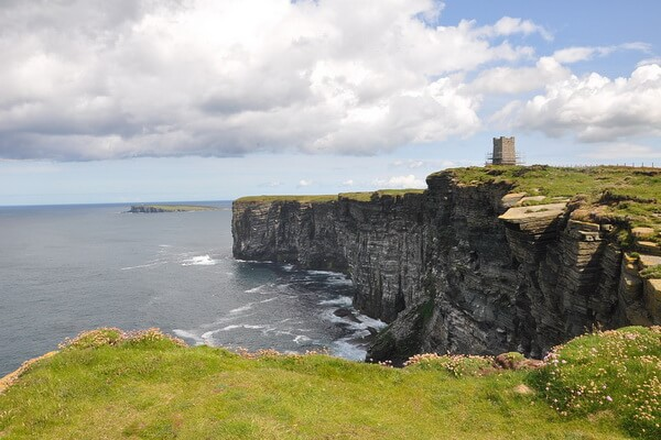 Оркнейские острова в Шотландии весной