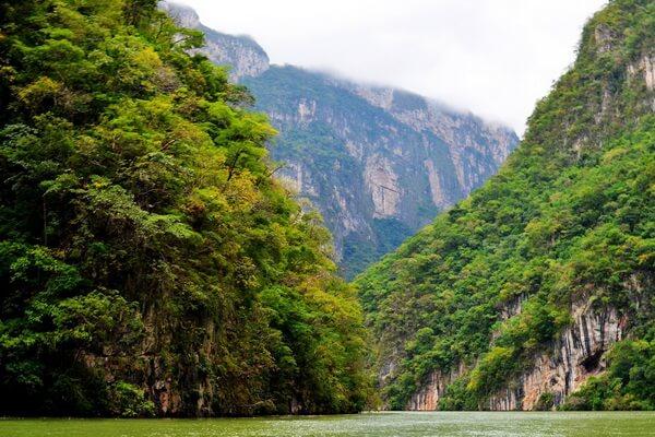Дель Сумидеро - уникальное ущелье Мексики
