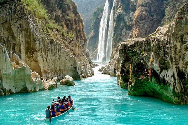 Лодочные экскурсии по каньону Сумидеро в Мексике