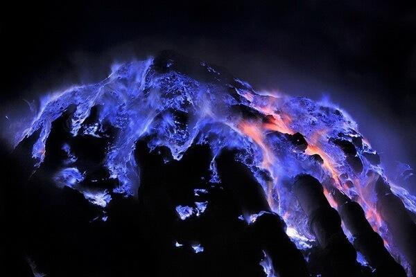 Кава Иджен - вулкан с голубой лавой