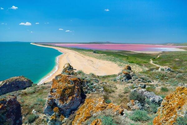 Почему Кояшское озеро розовое
