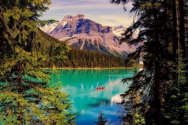 Самые красивые озёра Канады с фото и описанием - Изумрудное озеро