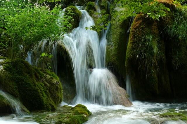 Крка и Плитвицкие озёра - лучшие национальные парки Хорватии