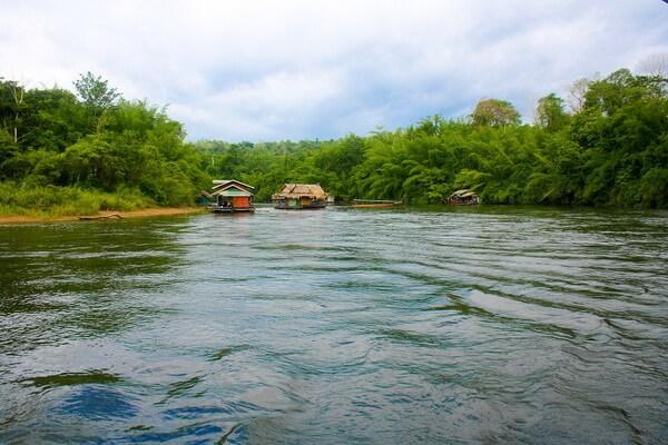 Сплавы по реке Квай в Таиланде